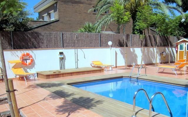2-bedroom fully equipped apartments for rent near Barcelona and beach (up to 5 people) - Image 1 - Castelldefels - rentals
