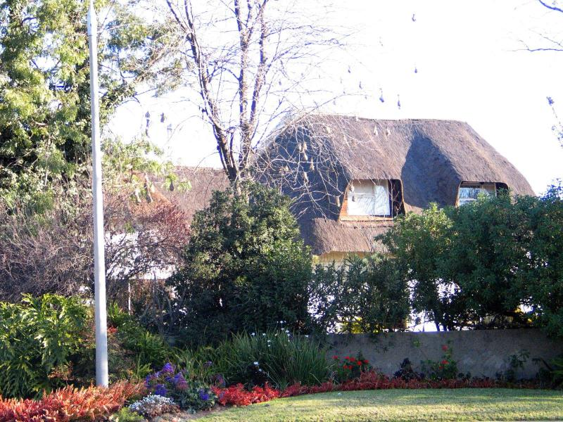 Convenient B & B close to O R Thambo Airport S A - Image 1 - Kempton Park - rentals