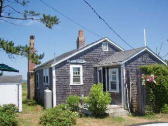 3 Bedroom 2 Bathroom Vacation Rental in Nantucket that sleeps 6 -(10113) - Image 1 - Nantucket - rentals