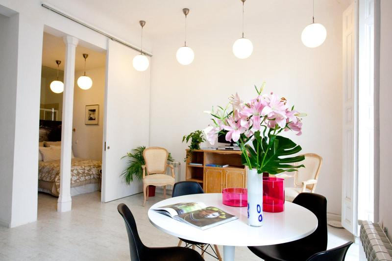 stunning bright space: 3.4 meter high ceilings - INMMACULATE! The WHITE LOFT, 2br central CHUECA - Madrid - rentals
