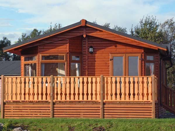 25 SILVERDALE, pet friendly, country holiday cottage, with pool in South Lakeland Leisure Village, Ref 11781 - Image 1 - South Lakeland Leisure Village - rentals