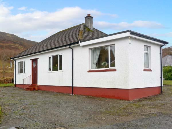 GLENFRUGHART, family friendly, with a garden in Portree, Isle Of Skye, Ref 11251 - Image 1 - Portree - rentals