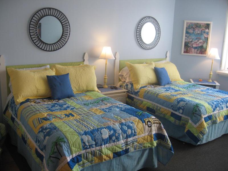 2 double beds - All booked up till mid Aug! $525 week in the fall - Panama City Beach - rentals