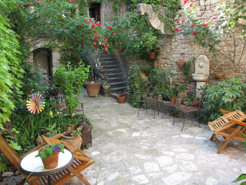 Courtyard - A  Charming Place in Provence - Alton - rentals