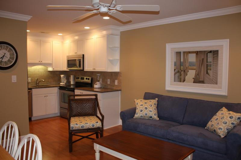 Comfortable seating for 4 people - 315 Breakers Oceanfront Condo Remodeled 2012 - Forest Beach - rentals