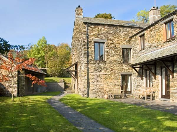 HELM MINT, romantic, country holiday cottage, with a garden in Bowness & Windermere, Ref 12902 - Image 1 - Bowness & Windermere - rentals