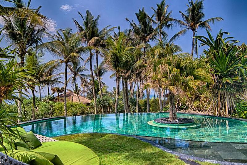 Great value! View of the pool+Indian Ocean at Sejuk Beach Villas,4 Bedroom beachfront Villa,Bali     - Beautiful 4 Bedroom Beach Villa,Seseh,Canggu,Bali. - Bali - rentals