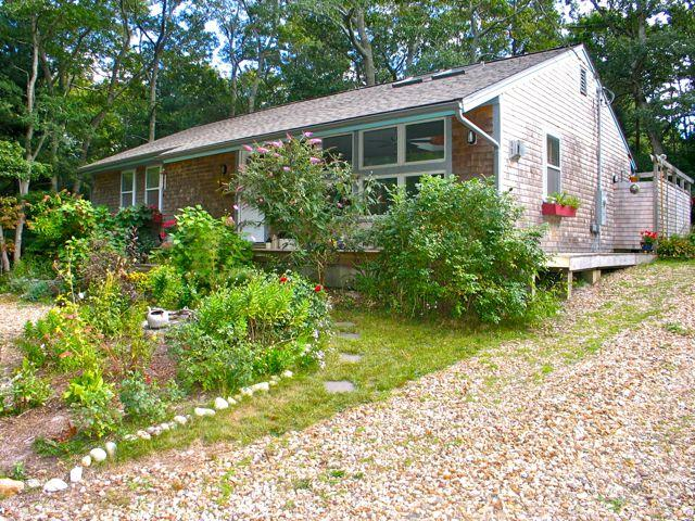 Walk To Town And Lake Tashmoo! (Walk-To-Town-And-Lake-Tashmoo!-VH411) - Image 1 - Vineyard Haven - rentals