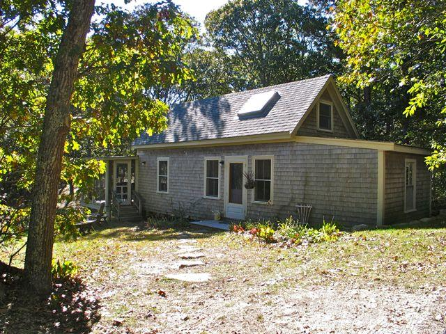 Cozy Cottage Just Out-side of Town (Cozy-Cottage-Just-Out-side-of-Town-VH422) - Image 1 - Vineyard Haven - rentals