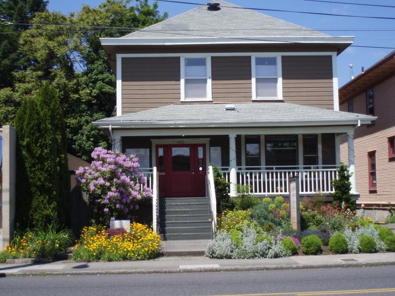 Front view - The Garden Guest House on Hawthorne - Portland - rentals