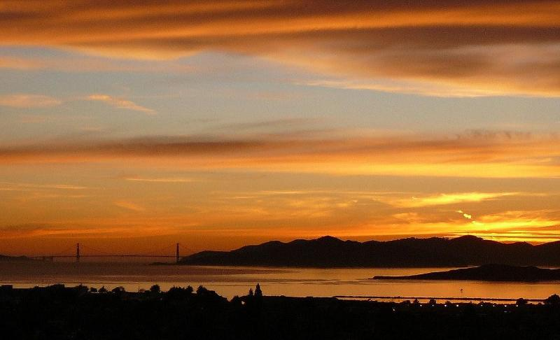 Enjoy beautiful sunsets over The Golden Gate - Luxe East Bay Home - spectacular views of S F Bay - Berkeley - rentals
