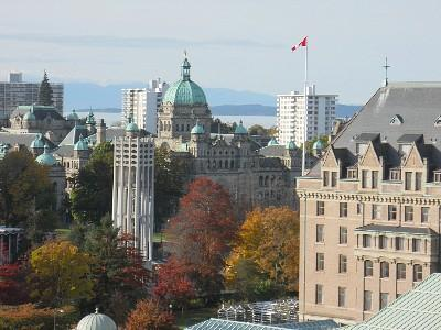 View of Victoria and Olympic Mountains from living room - Best Location in Victoria and Comfort - Victoria - rentals