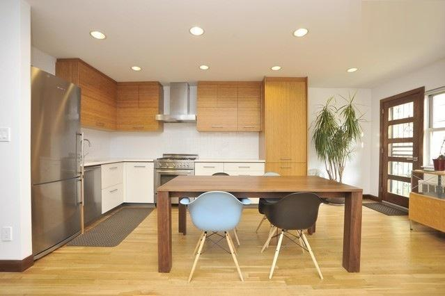 Walnut Dining Table / Eames Dining Chairs - Ultra Modern Garden Apartment, 10 Min to Manhattan - Astoria - rentals