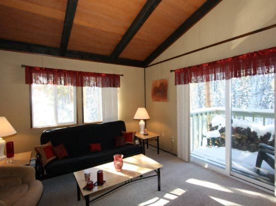 Now Colorado Warrior`s Mark Condo, Sleeps 4 in a Quiet Building - Image 1 - Breckenridge - rentals