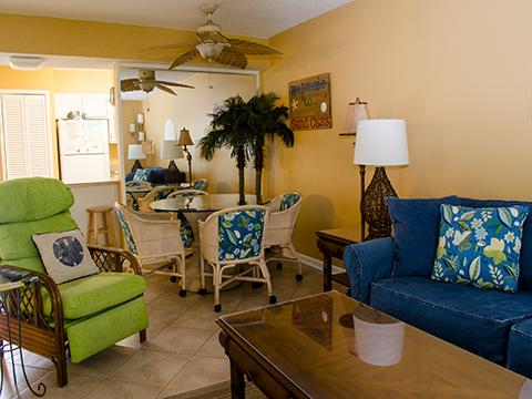 NOW THIS IS A LIVING ROOM! - 2 Bedroom steps away from the Gulf of Mexico - Destin - rentals