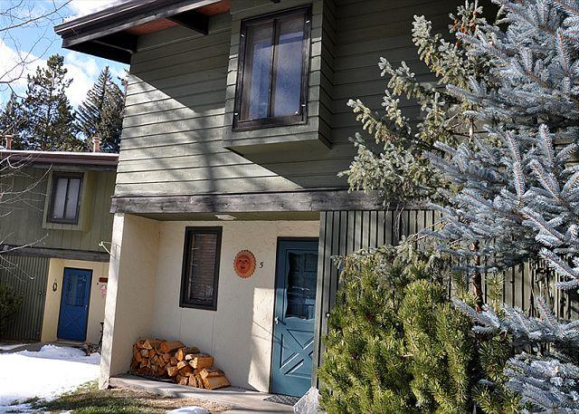 Front Entrance - Ptarmigan #5 - smart 3 bed + loft townhome in West Vail - Vail - rentals