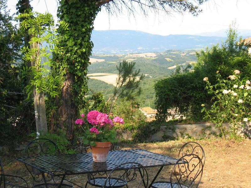 Garden of the villa - Beautiful villa in Umbrian Countryside - Todi - rentals