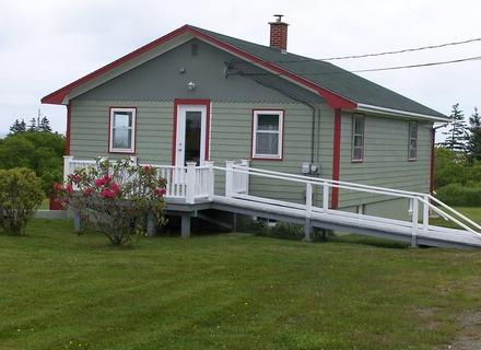 This newly renovated cottage enjoys a fabulous harbour view and a close proximity to a number of beautiful beaches. - Moose Harbour View Cottage, Liverpool, Nova Scotia - Liverpool - rentals