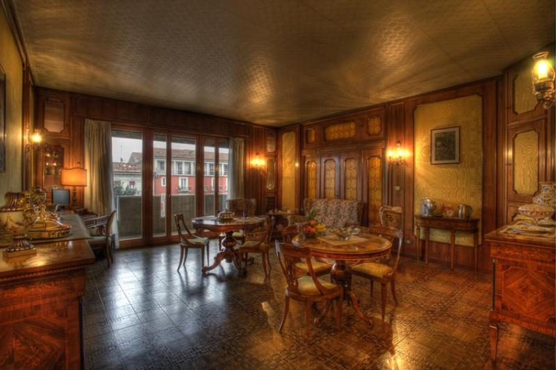 Elegant common room, breakfast will be served here - B&B Arte Nel Centro - Verona - rentals