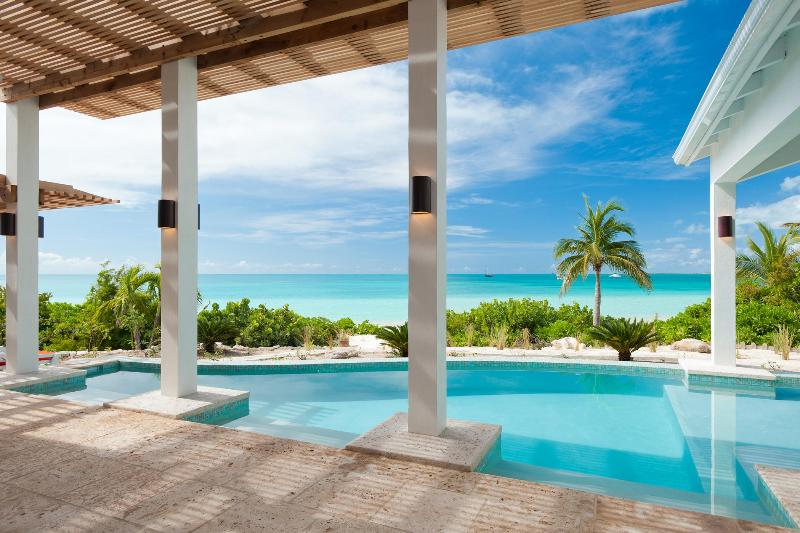 Sapphire Sunsets Beach Villa - Beachfront Luxury on Sapodilla Bay, Providenciales - 5-Bdrm villa right on sandy beach, fab pool&views! - Sapodilla Bay - rentals