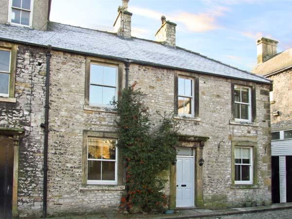 THE COTTAGE, pet friendly, character holiday cottage in Tideswell, Ref 11517 - Image 1 - Tideswell - rentals