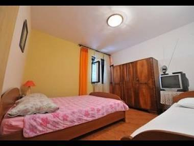 A6(3): bedroom - 3185  A6(3) - Omis - Central Dalmatia - rentals