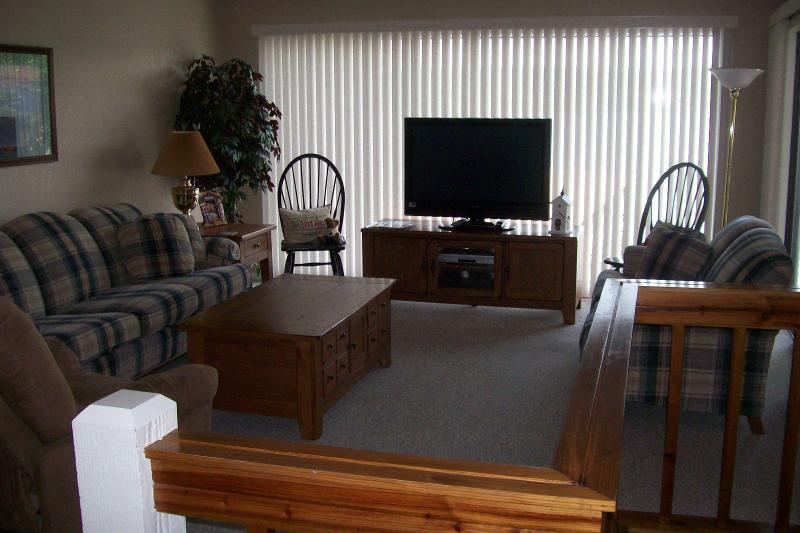Plenty of seating, flat screen tv, and great main channel view from living room - Spectacular Lakefront 3 Bd/3 Bath, WIFI - Lake Ozark - rentals