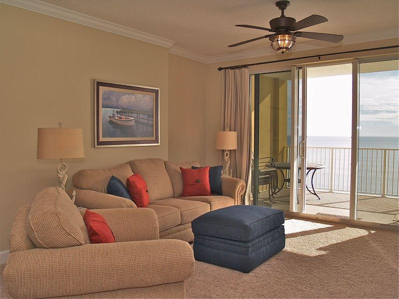 Comfortable living area - FANTASTIC Condo in Tropic Winds!FREE BEACH CHAIRS! - Panama City Beach - rentals