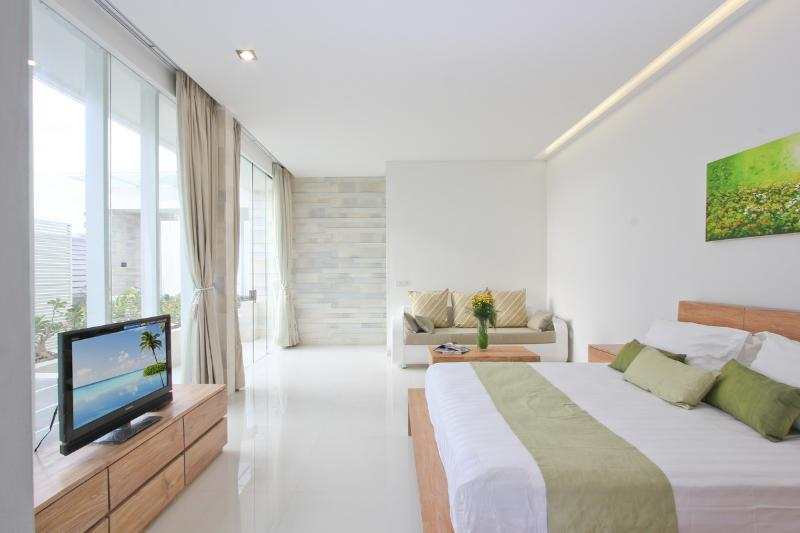 Large Bedroom overlooking Pool - LOCATION, SMART, CONTEMPORARY, VALUE POOL VILLAS - Legian - rentals