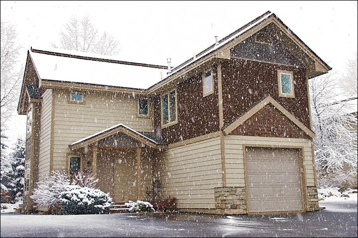 Exterior View of the townhome on a snowy  fall day. - 3 Master Bedrooms with Private Baths - Newly Constructed, Great Condition (8749) - Steamboat Springs - rentals