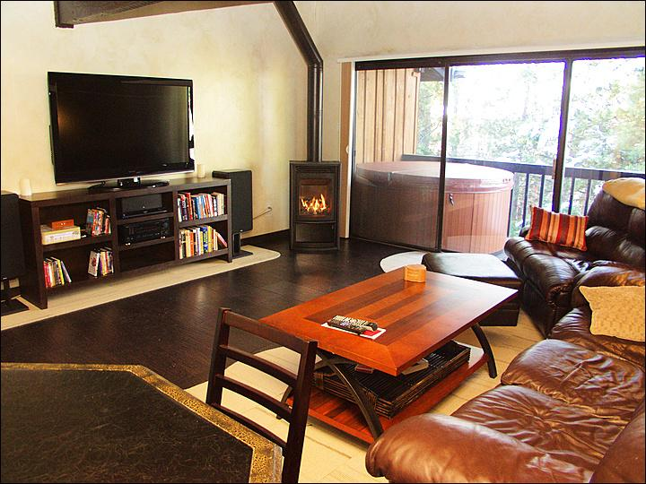 Leather Furniture,Fireplace, HDTV with Surround Sound, DVD Library, Private Hot Tub & Gas Grill on Balcony, even a Poker / Bumper Pool Table! - Low Rates & High Quality - Remodeled Fall 2010 (2575) - Steamboat Springs - rentals