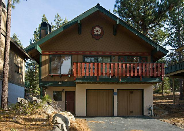 Nicely furnished family chalet with pool table and filtered lakeviews - Image 1 - South Lake Tahoe - rentals