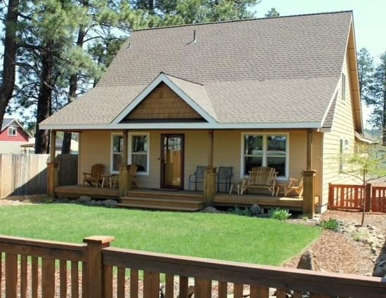Front exterior of home - PONDEROSA BREEZE - Private Hot Tub. Located in Sisters - Sisters - rentals