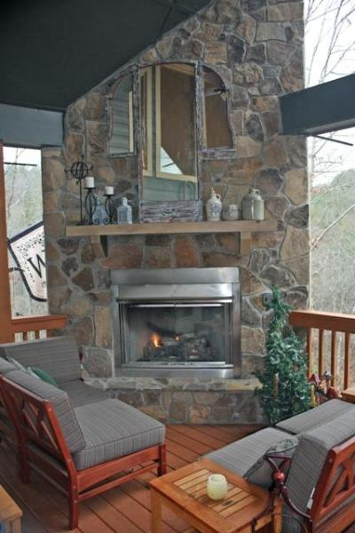 Huge Back Deck with Outdoor Stack-stone Fireplace - Amazing Mnt Retreat w/ Hot Tub & Outdoor Fireplace - Ellijay - rentals