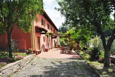 The house and south-facing terrace - Restored Tuscan farmhouse with pool and views - Certaldo - rentals