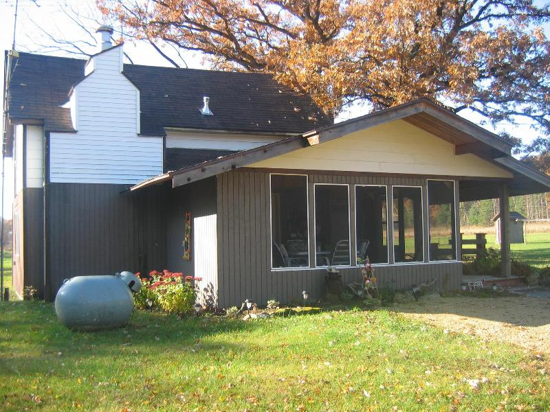 Screened Porch - West WI home hiking to views,canoeing,Chippewa River - Arkansaw - rentals