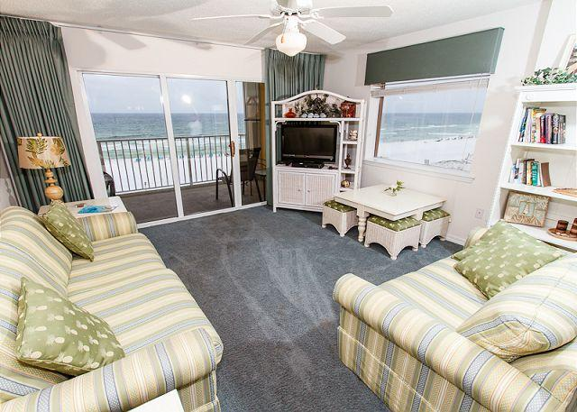 Living Room - GD 417:directly on the beach,amazing view,well updated,WiFi,3 BR,FREE BCH SVC - Fort Walton Beach - rentals