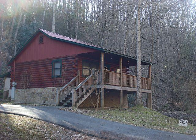 Romantic Retreat - Simplicity at its best with this 2 person Cabin.  This is a NON Smoking cabin - Gatlinburg - rentals