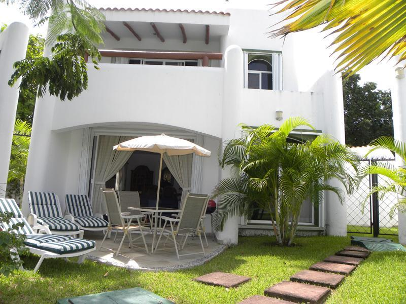 Patio - 3 BR Villa with Jacuzzi close to Beach and Town - Playa del Carmen - rentals