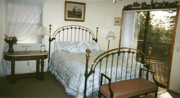 Queen bed - 2 bedroom apt in peaceful country setting near town - Grass Valley - rentals