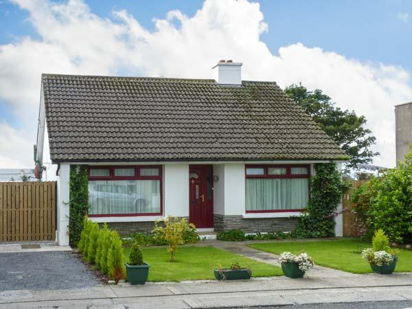 THE BUNGALOW, family friendly, character holiday cottage, with a garden in Miltown Malbay, County Clare, Ref 12946 - Image 1 - Miltown Malbay, County Clare - rentals