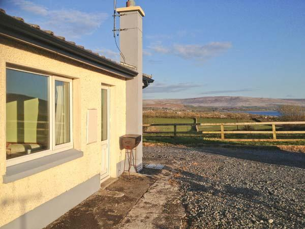 FLAGGY SHORE APARTMENT, pet friendly, with a garden in New Quay, County Clare, Ref 13662 - Image 1 - New Quay - rentals