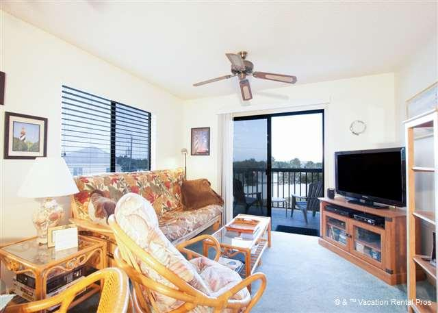 "Let the ocean breezes flow in while you watch TV - Ocean Village M31, 3rd Floor, 40"" HDTV, I-pod docks - Saint Augustine - rentals"