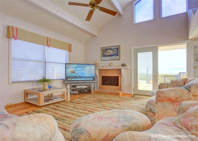 After a day on the beach, stay home and watch movies - King of the Dune, Beach Front at Vilano Beach - Saint Augustine - rentals