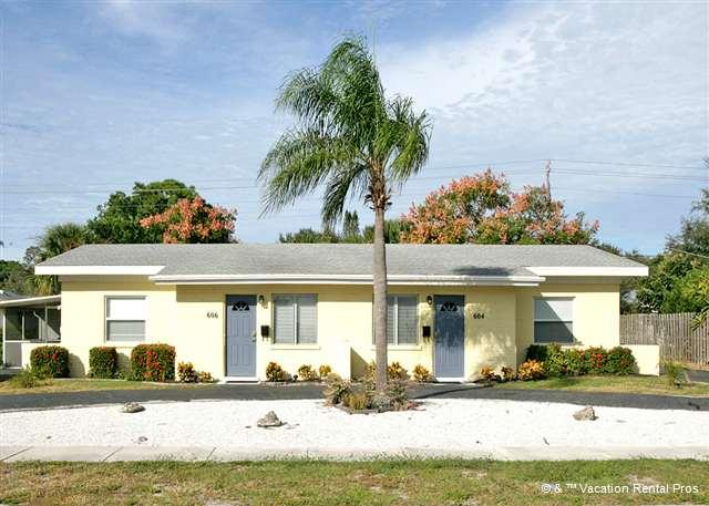 604 Harbor House is on the right & sleeps 4 - Harbor 604 near beach on Venice Island, Wifi - Venice - rentals