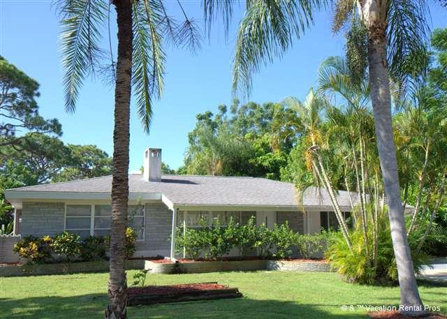 Enjoy our beautifully landscaped house - Sante Joseph Home weekly rentals, pool, wifi, hdtv - Venice - rentals