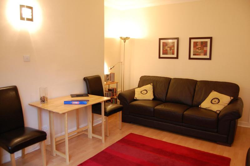 Living room - The Canongate Apartment - Edinburgh - rentals