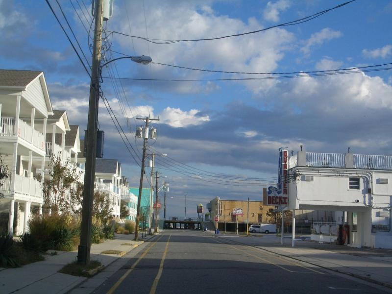 Just a few steps to the beach and boardwalk - labor day weekend reduced to $875 3 nights - Wildwood - rentals