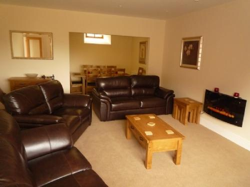 WILSON HOUSE, Lindale, South Lakes - Image 1 - Lindale - rentals