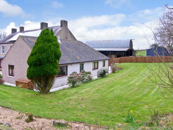 TREFFGARNE FARM COTTAGE, family friendly, country holiday cottage, with a garden in Wolfscastle, Ref 13363 - Image 1 - Haverfordwest - rentals